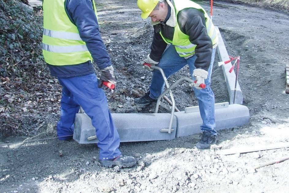 Chwytak do układania krawężników betonowych